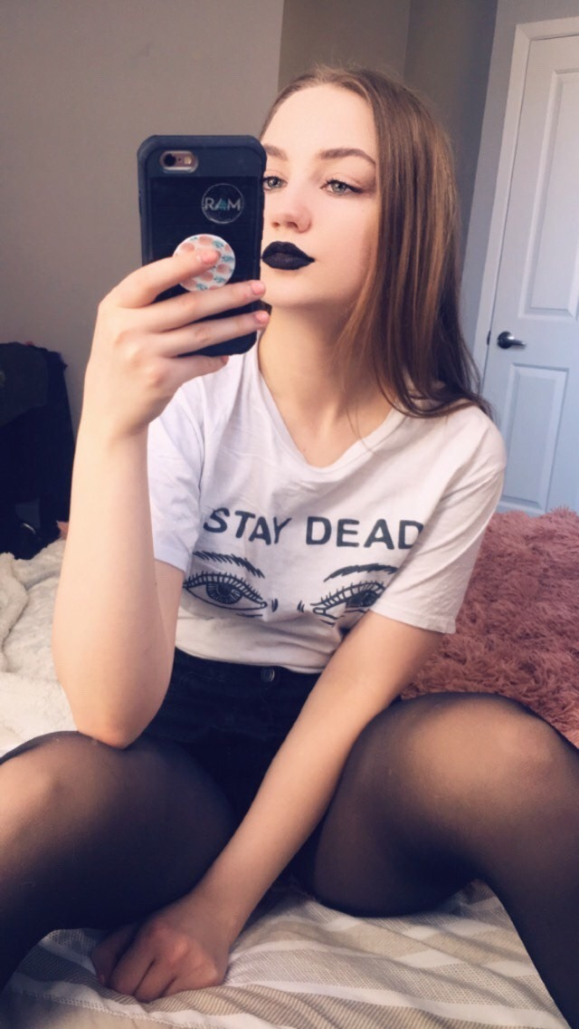 Goth hotness selfie. Credit: https://haazydays.tumblr.com/Protect Me From What I Want